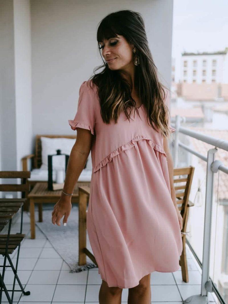 Robe rose en polyester qui convient aussi aux futurs mamans