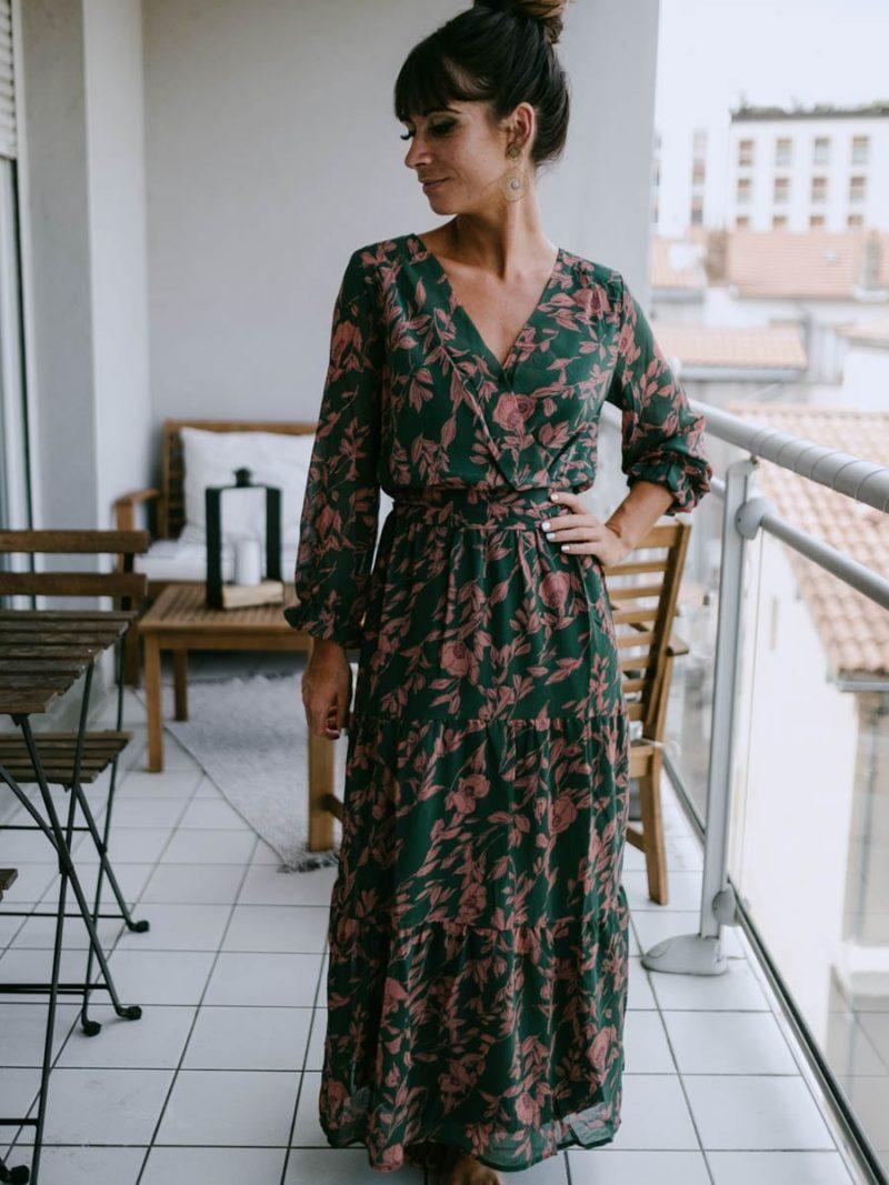 Robe longue verte et bois de rose avec des manches