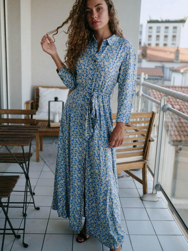 Robe longue bleue à fleurs